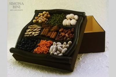 Scatola con legumi e cannella – Box with legumes and cinnamon