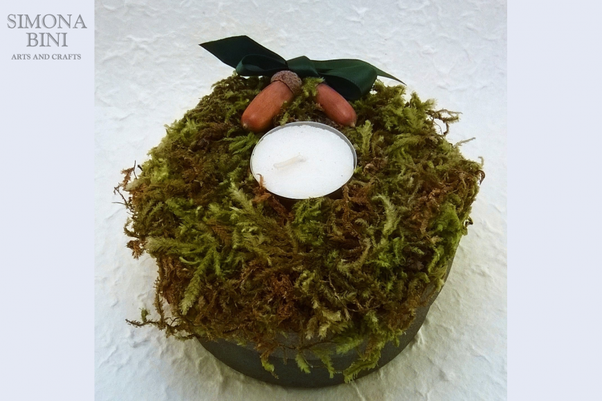 Scatola con muschio e candela – Box with moss and candle
