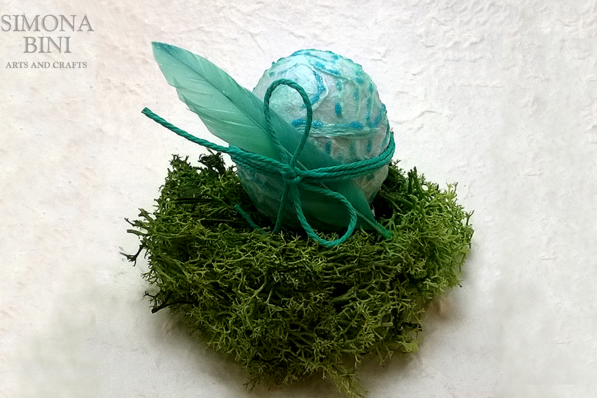 Ovetto di Pasqua verde con piuma – Green Easter egg with feather