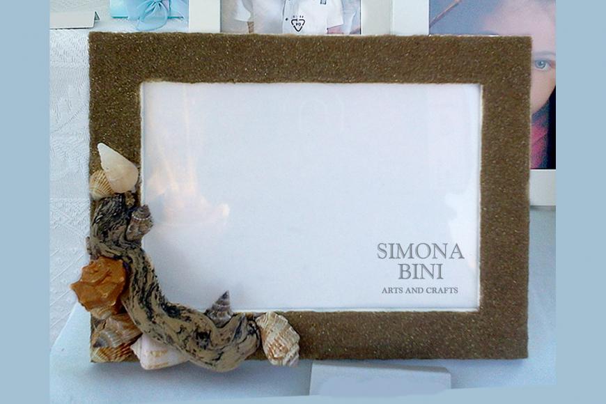 Cornice con sabbia scura – Frame with dark sand