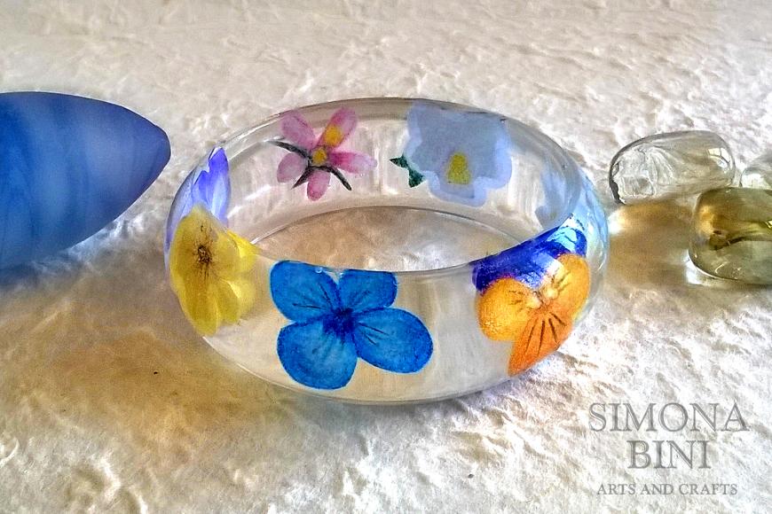 Bracciale con fiori dipinti – Bracelet with painted flowers