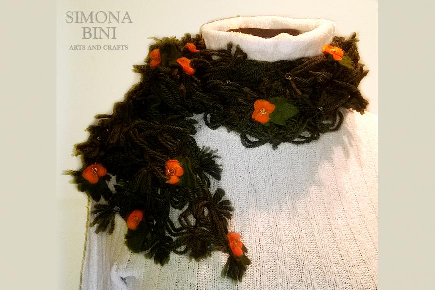 Sciarpa verde con fiori arancioni –  Green scarf with orange flowers