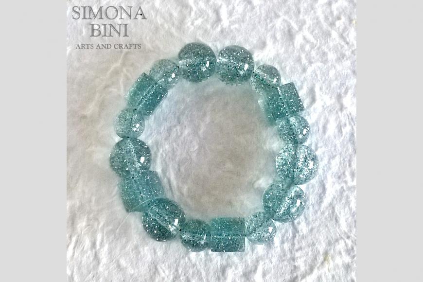 Bracciale in resina con glitter azzurri – Resin bracelet with blue glitter