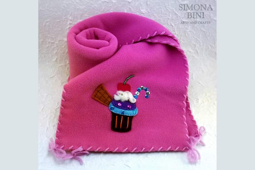 Sciarpa rosa con pasticcino – Pink scarf with pastry
