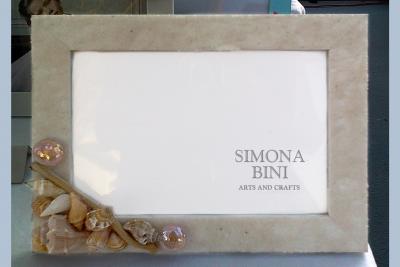 Cornice con sabbia chiara –  Frame with light sand