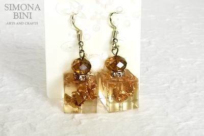 Orecchini in resina con foglia oro – Resin earing with gold leaf