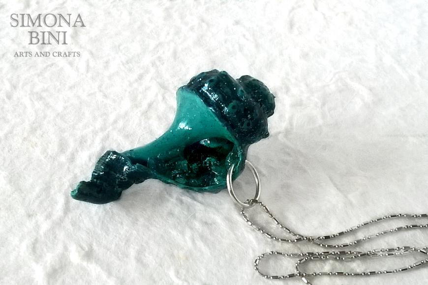 GIOIELLI VENUTI DAL MARE – Ciondolo conchiglia verde – Green shell pendant