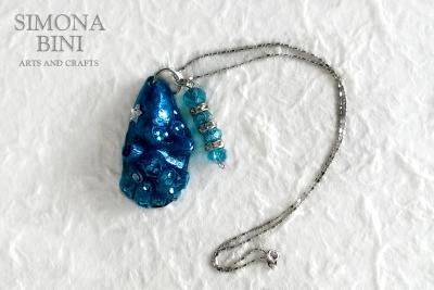 GIOIELLI VENUTI DAL MARE – Ciondolo blu – Blue pendant from the sea