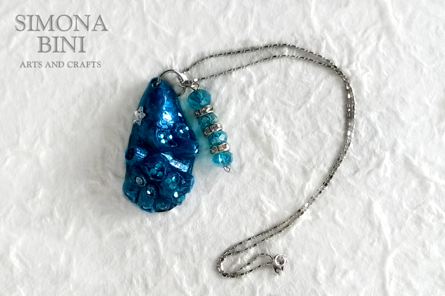 GIOIELLI VENUTI DAL MARE – Ciondolo blu – Blue pendant from the sea