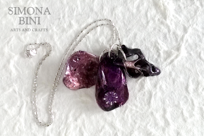 GIOIELLI VENUTI DAL MARE – Ciondoli viola – Violet pendants from the sea