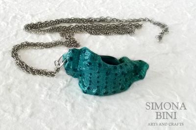 GIOIELLI VENUTI DAL MARE – Ciondolo verde con glitter – Green pendant from the sea with glitter