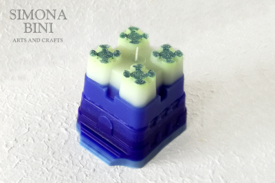 Una candela a forma di castello – Candle in the shape of a castle