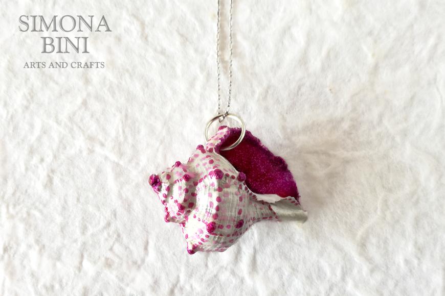 GIOIELLI VENUTI DAL MARE – Ciondolo di conchiglia bianco e rosa – White and pink shell pendant