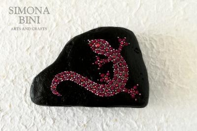 Sasso con geco fucsia – Stone with fucsia gecko