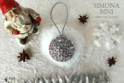 Una scintillante pallina di natale – A sparkling Christmas ball