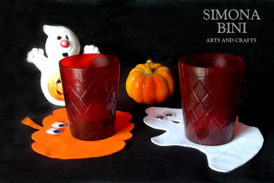 Un sottobicchiere a forma di zucca per Halloween – A pumpkin-shaped coaster for Halloween
