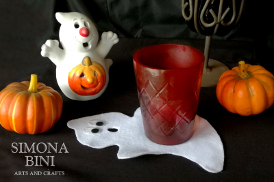 Un sottobicchiere fantasma per Halloween – A ghost coaster for Halloween