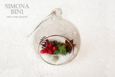 Una pallina di Natale di vetro – A glass Christmas bauble
