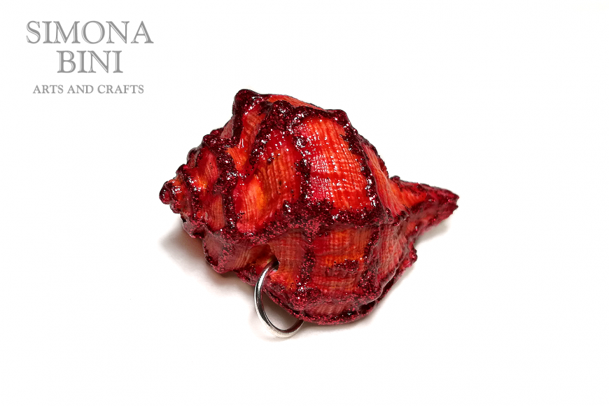 GIOIELLI VENUTI DAL MARE – Ciondolo di conchiglia rosso per le feste – Red shell pendant