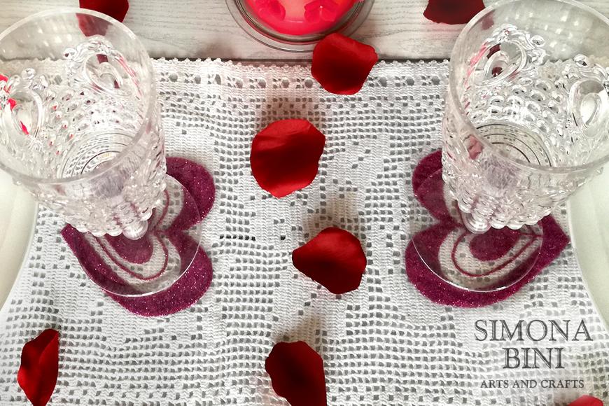 Scintillanti sottobicchieri per San Valentino – Sparkling coasters for Valentine's Day