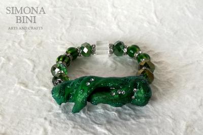 Bracciale verde con legno venuto dal mare – Green wood bracelet with glitter