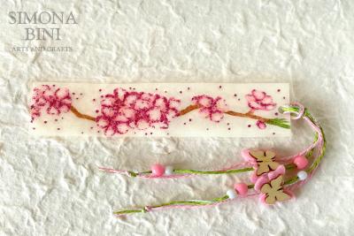 Un segnalibro fiorito per la primavera – A spring flowery bookmark