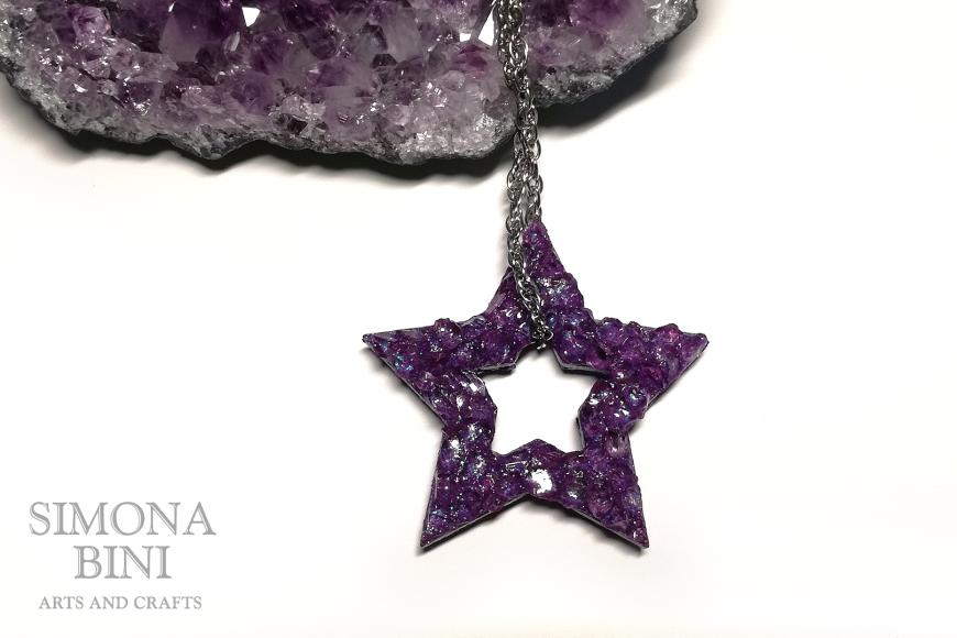 Ciondolo di legno a forma di stella con vetro viola – Wood pendant