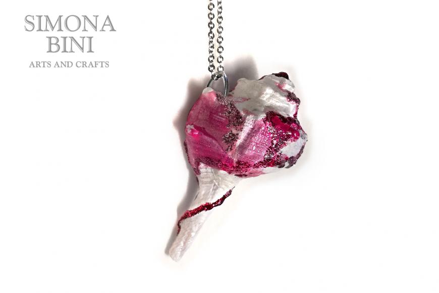 GIOIELLI VENUTI DAL MARE – Ciondolo di conchiglia rosa fucsia – Pink fucsia shell pendant