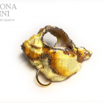 GIOIELLI VENUTI DAL MARE – Ciondolo di conchiglia giallo – Yellow shell pendant