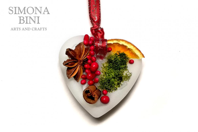 Decorazione profumata a forma di cuore – Heart-shaped scented decoration