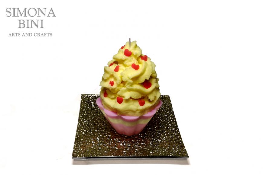 Una candela cupcake gialla – Yellow cupcake candle